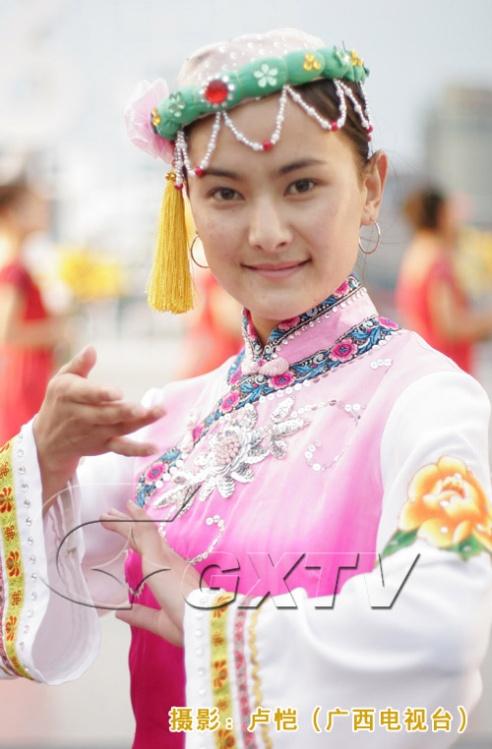 56个民族的美女服饰