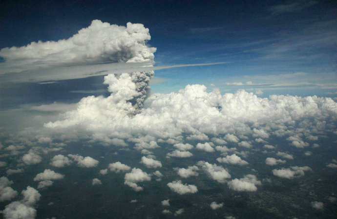 """""""愤怒""""的默拉皮火山,令人无法安眠的惊心画面(组图) - 刻薄嘴 - 刻薄嘴的网易博客:看世界"""