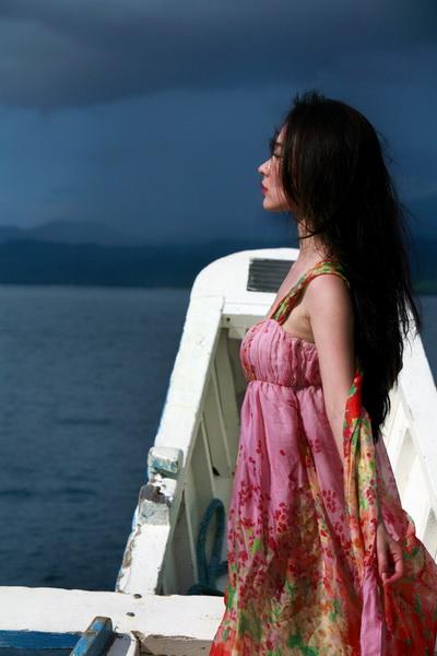 爱尼岛-凭海临风 - 燕燕 - 霍思燕 彦 色
