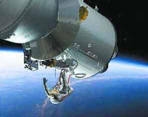 专家称神七航天员将系带出舱行走