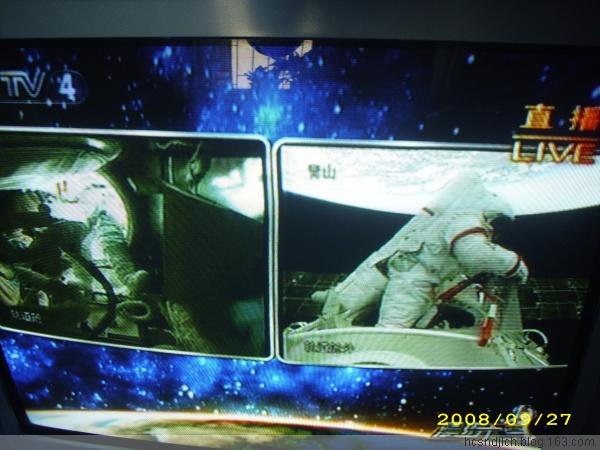 [原创]第一时间发布-神七出仓活动照片(抓拍于电视屏幕) - 沉默是金 -    沉默是金博客