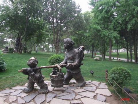 西安雁塔广场的民俗雕像  - jiaheteng - 小女阿贝的博客