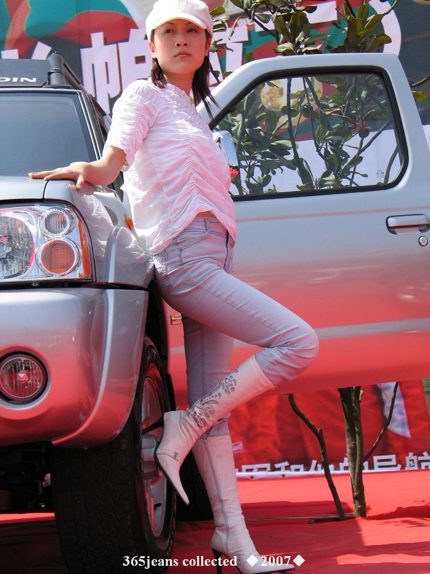 高靴白牛仔车模叉腿诱惑 - 源源 - djun.007 的博客