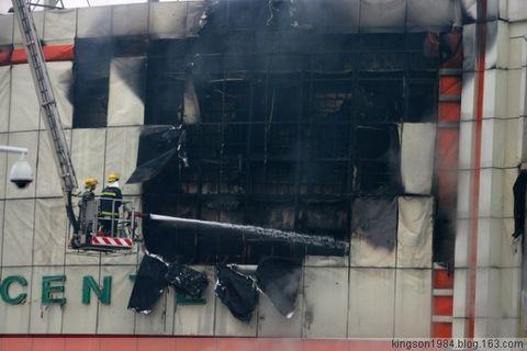 货仓商场大火 烧足两千平方米 - Kingson - Kingson视角