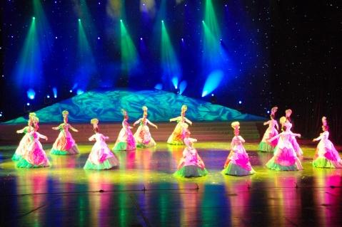 这个舞蹈叫《荷花梦》桨声灯影中 东方歌舞团直属文化部领导,是国