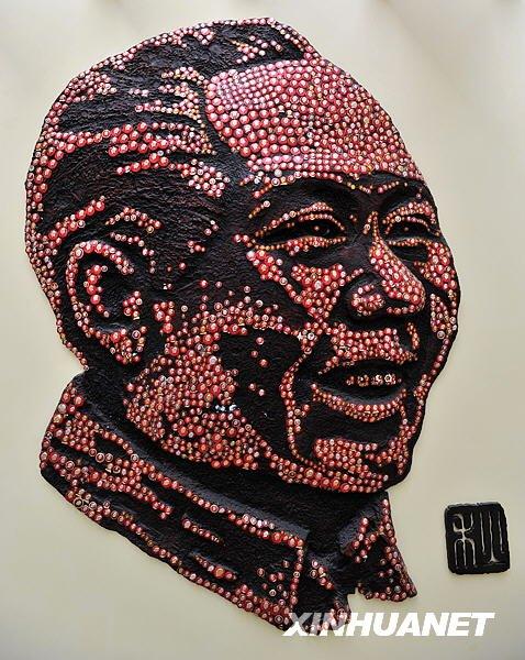 (转载)数千枚像章组成毛主席像 - 松柏国槐 - 松柏国槐欢迎朋友