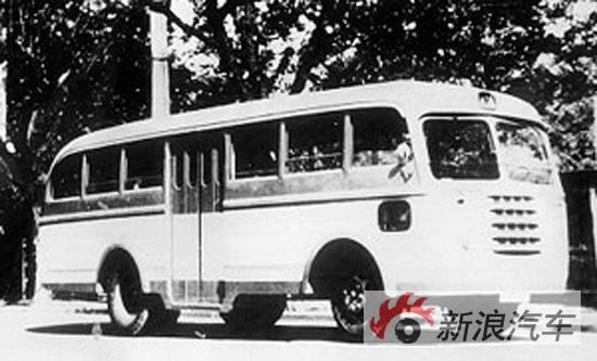 1957年上海客车厂基于解放载货车底盘试制出57型公共汽车.它是首高清图片