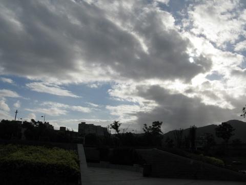公园·云层(原创) - 雁儿 - 雁儿之家