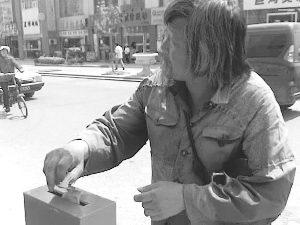 乞讨老人为地震灾区捐款105元(图)