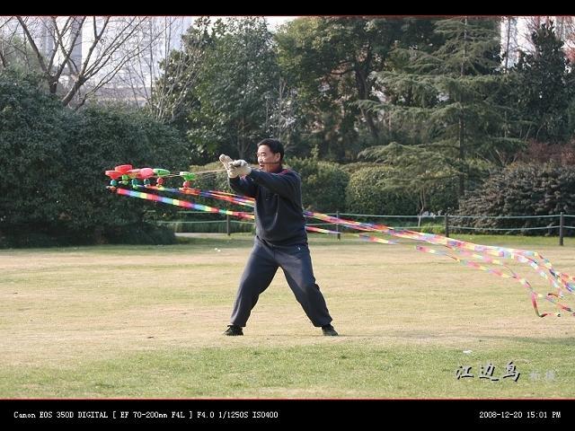 [原创摄影] 扯铃奇人之热身表演 - 江边鸟 - 江边鸟的博客