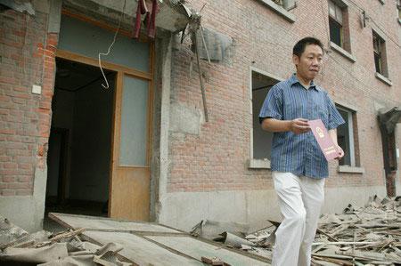 郑州最牛楼盘发飙 未经商议强拆市民房