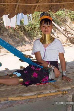 【大千世界】 泰国长脖村落的女孩子们 - syxdxdl - 小草青青的休闲娱乐空间 欢迎朋友们的光临