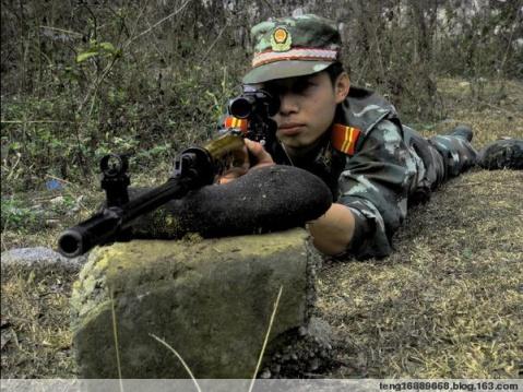 武警风采——训狗的特警 - 披着军装的野狼 - 披着军装的野狼