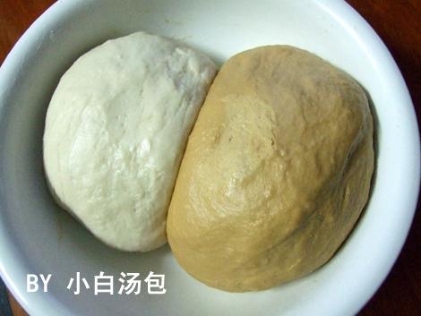 发酵好的面团,体积增大得很壮观哦~-面团的自娱自乐 双色花卷