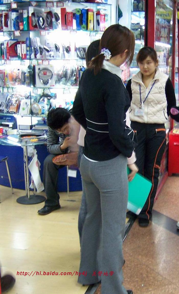 【转载】电脑城里的丰臀美女 - zhaogongming886 - 东方润泽的博客