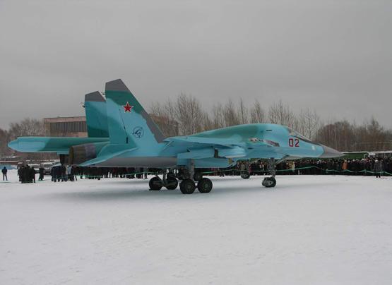 图文:编号02的苏34战斗轰炸机进入俄空军服役