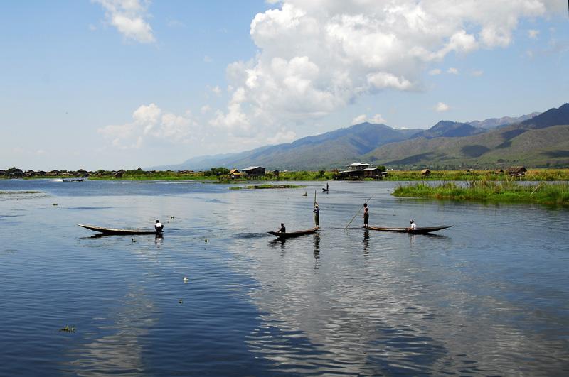 英顶佛塔群及因莱湖畔的风景 - 西樱 - 走马观景
