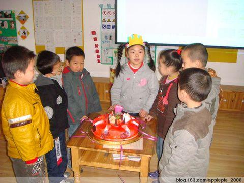 生日,和小伙伴们一起过生日,开心吧!除了唱生日歌、吃生日蛋糕