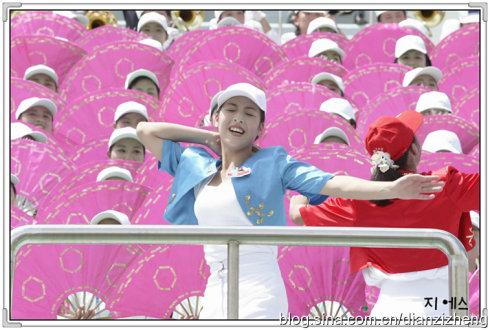 别再阴暗地拿朝鲜说事!奉送朝鲜美女啦啦队组照!