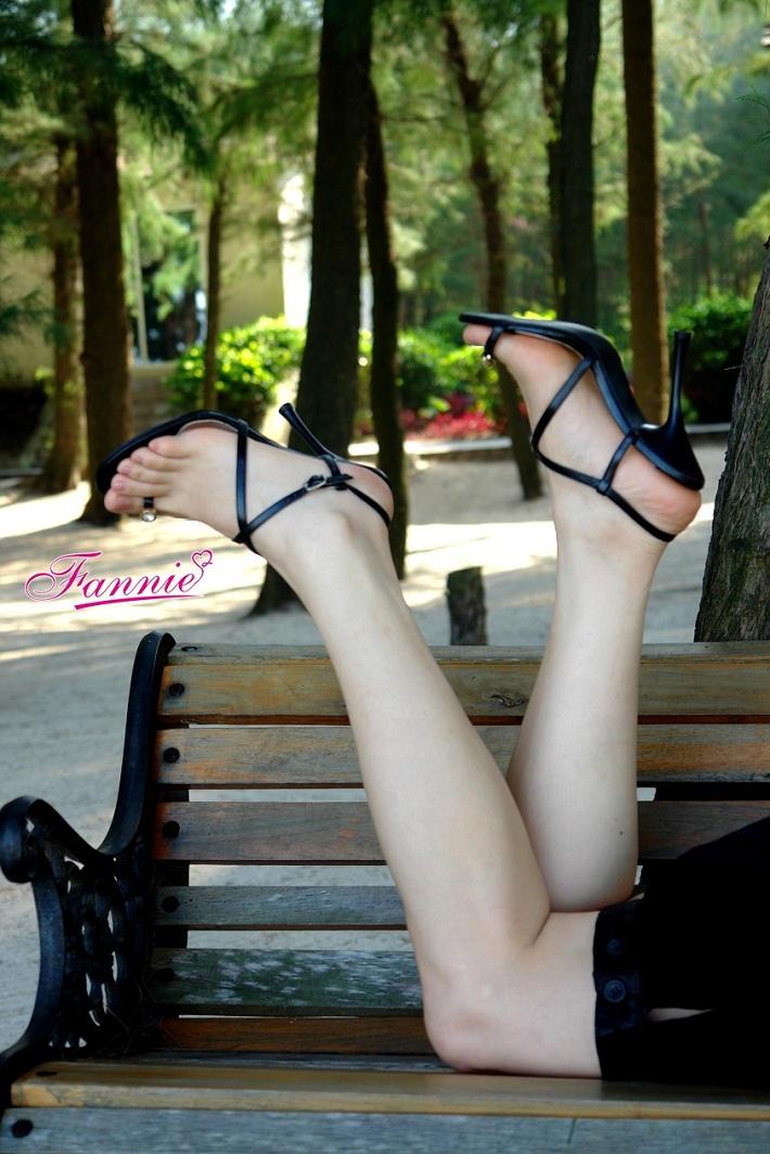 【极致高跟魅惑】 == 风和 。日丽 。海滩 == - 喜欢光脚丫的夏天 - 喜欢光脚丫的夏天