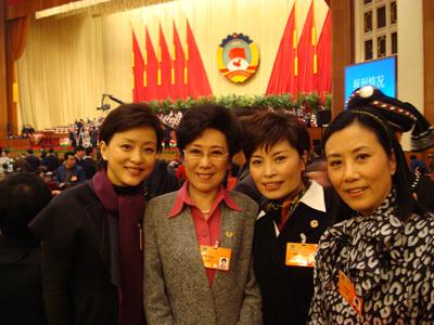 【分享图片】政协会上老友相见 - 杨澜 - 杨澜 的博客
