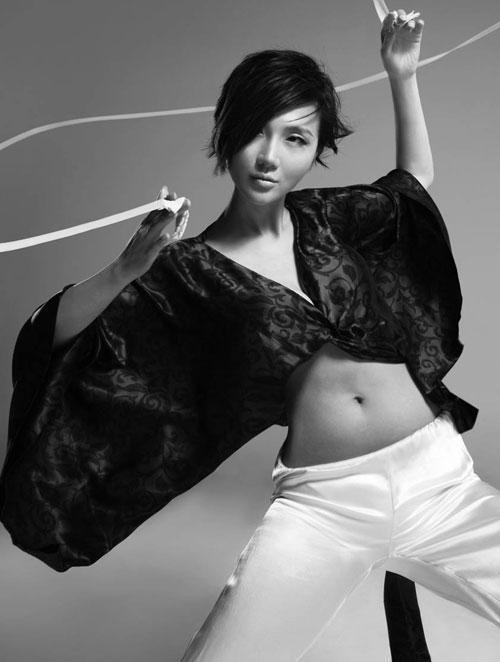 阿朵最新杂志写真 秀美胸长腿火辣性感组图