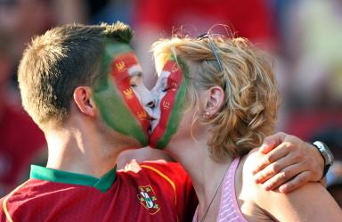 五绝招让老婆乖乖陪你看世界杯