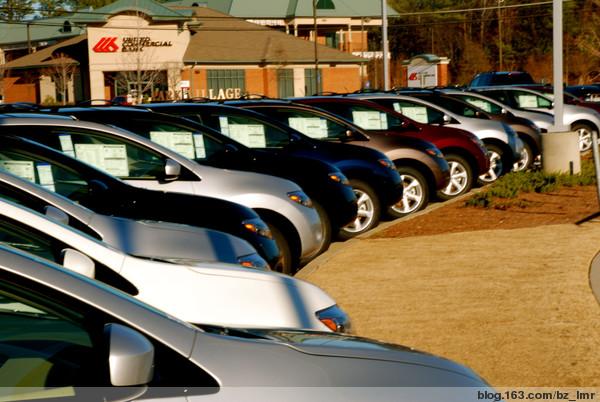 我住的小区附近有一家尼桑汽车销售点,可以步行到,这里汽车高清图片