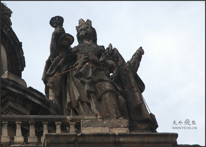 081128 墨西哥掠影(15)登上大教堂的钟楼 - 天外飞熊 - 天外飞熊