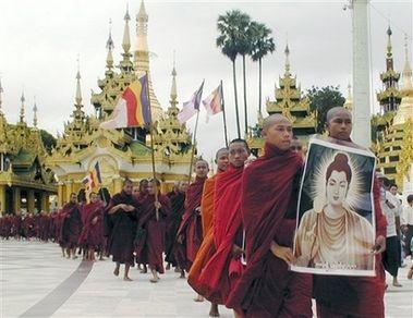 (原创)缅甸僧人大规模抗议示威游行最新报道(组图) - 新佛教徒 - 正信之路