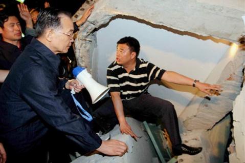 四川汶川北川8.0级大地震中令人感动难忘的画面(1-汇总图片) - 平衡天下 - 平衡天下