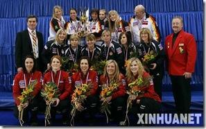 2010年世界冰壶锦标赛美女如云 前三名队员合影