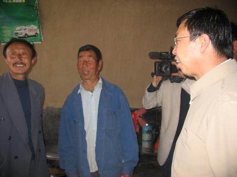 副省长李堂堂到余兴庄乡看望贫困户 - 一线晴空 - 一线晴空