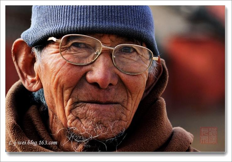 庙里的人物(原创摄影) - 冰滴卡布 - l-j-wei的个人主页