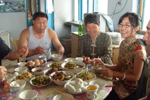 一家人在吃团圆饭