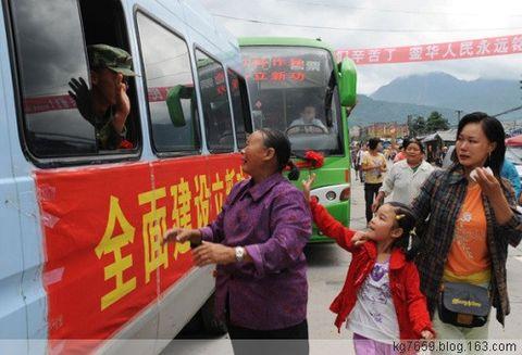 抗震救灾部队凯旋回军营 人民群众洒泪送别子弟兵 - 铁道兵kg7659 - 铁道兵kg7659