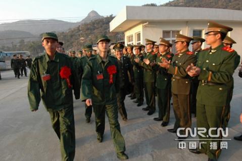武警新兵抵警营 场景令人感动! - 披着军装的野狼 - 披着军装的野狼