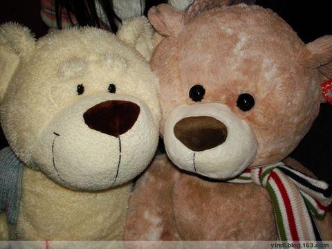 熊仔就咁畀我哋两只野,糟蹋、蹂躏、鞭打~~   哈哈~~讲笑咋~   哦~~