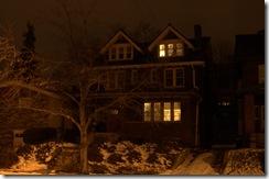 Pittsburgh 彻夜不灭的阁楼灯光