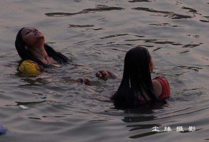 瓦纳拉西恒河沐浴众生图 - Y哥。尘缘 - 心的漂泊