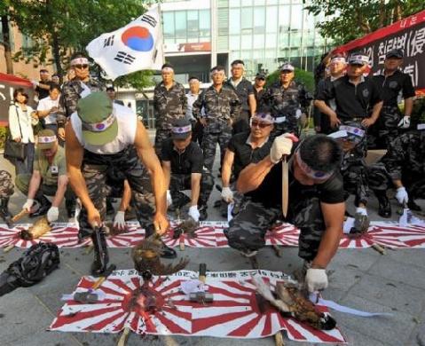 【韩国民众斩杀9只日本国鸟 抗议领土之争[组图]】 - 1.12008 - 反日·2011