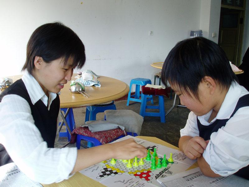 ...五子棋等各种棋类及扑克麻将等休闲比赛还有羽毛球、拔河、...
