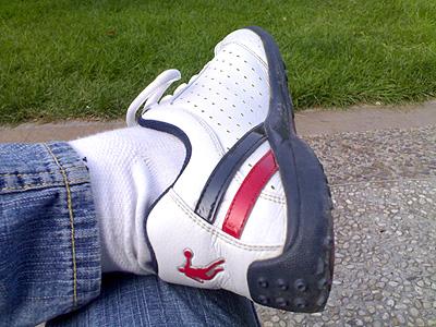 仔裤,白袜,加上一双白里镶红的乔丹运动鞋是不是很帅气?
