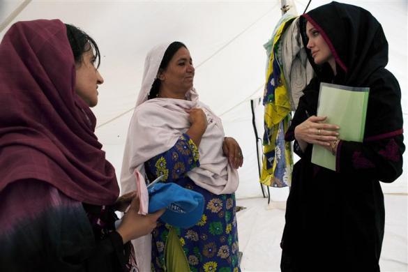 安吉丽娜·朱莉探望巴基斯坦,呼吁全球援助(组图) - 刻薄嘴 - 刻薄嘴的网易博客:看世界