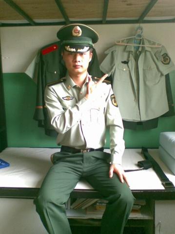 军人相册----在宿舍玩自拍的武警学员 - 披着军装的野狼 - 披着军装的野狼