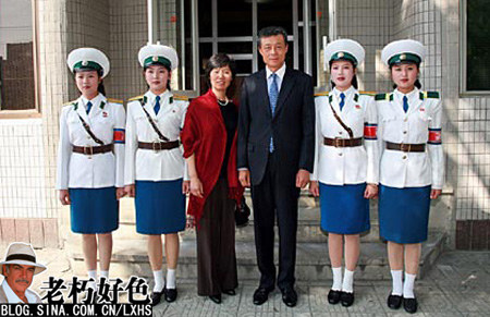 实拍朝鲜平壤美女交警组图