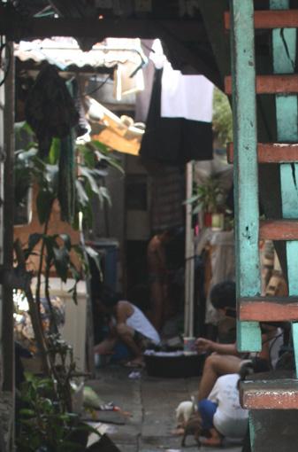 走进马尼拉贫民窟人家(组图) - 徐铁人 - 徐铁人的博客
