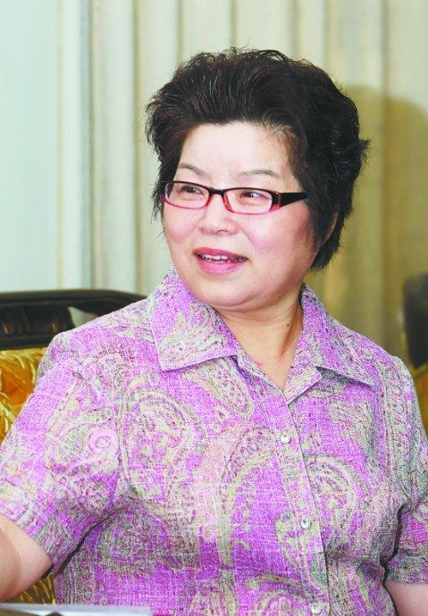 毛泽东在天安门城楼接见的13岁女孩今何在(组图)
