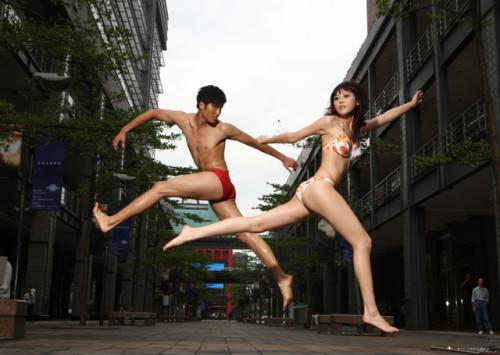 性感男模台北街头泳装造型惊艳登场 - 同志图片 - 帅哥图片