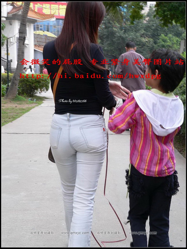 公园里带孩子的白色牛仔丰臀少妇 - 源源 - djun.007 的博客